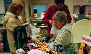 Customers struggle to pack bags